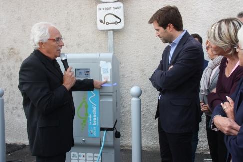 Cusset_Borne_de_recharge_électrique